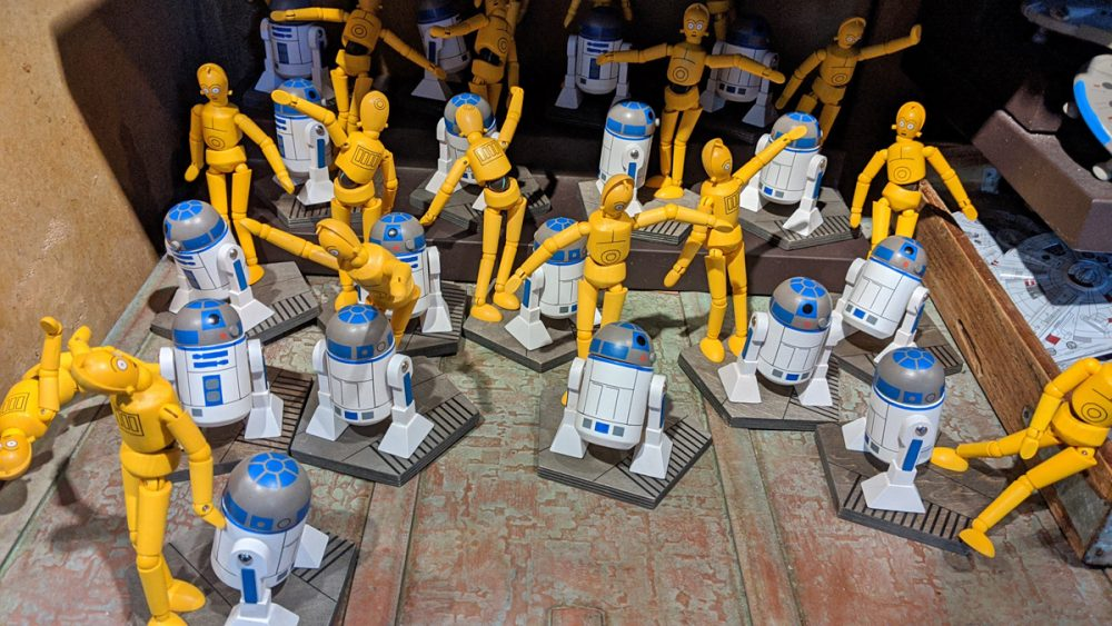 R2-D2 and C-3PO toys in Star Wars: Galaxy's Edge