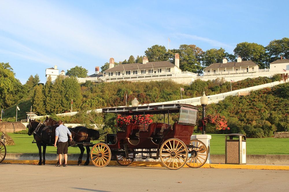 Horsedrawn carriage in front of a historic white fort