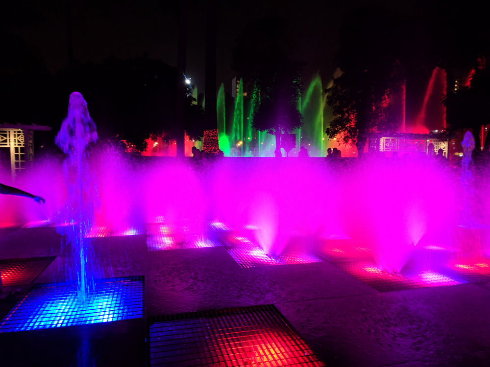 Brightly colored fountain at the Parque de la Reserva