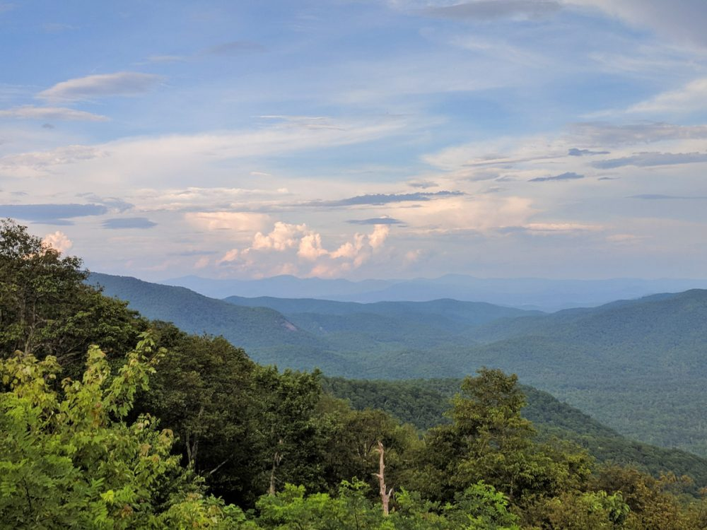 Rolling mountains in Pisgah National Forest, a less-crowded alternative to Great Smoky Mountains National Park